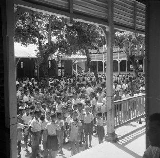 De van Sypesteynschool (Ulo) in Paramaribo, Herenstraat 10-12. Nationaal Archief, cc-by-sa